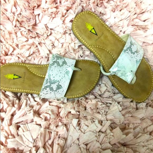 Volatile women's sandals size 6
